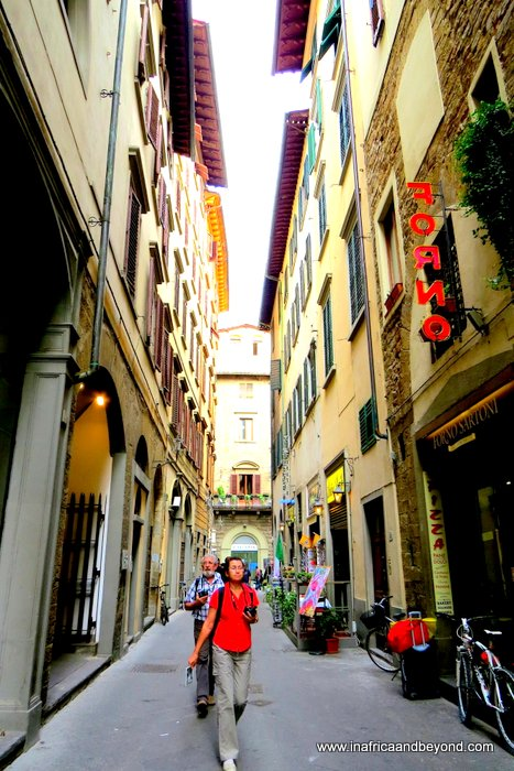 the best city in the world - Narrow alleys in Florence