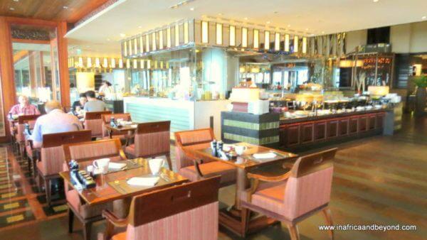 Crowne Plaza Bangkok Lumpini Park dining