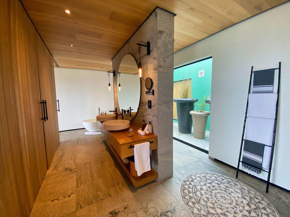 Morukuru Beach Lodge bathroom